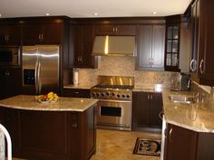 L-shaped kitchen design layout with small island. Same layout as our kitchen. Brown Kitchen Designs, L Shaped Kitchen Designs, Design Kitchen, Kitchen On A Budget, Kitchen Redo, New Kitchen, Kitchen Ideas, Kitchen Recipes, Rustic Kitchen
