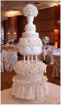Bobbette & Belle: Cake with Lace Skirt. Beautiful