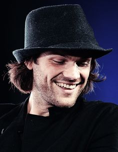 Jared <<< I'm not sure if the noise that came out of my mouth was pain or pleasure . Jared Padalecki Supernatural, Jensen Ackles Jared Padalecki, Jensen And Misha, Supernatural Tv Show, Supernatural Seasons, Supernatural Pictures, Sam And Dean Winchester, Winchester Brothers, Just Jared