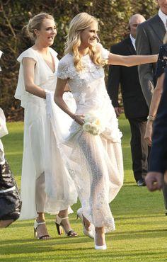 en la fiesta boda poppy delavigne con cara delavigne