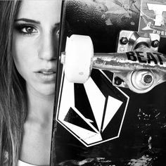 Leticia bufoni Brazilian pro skateboarder and part of Nike's 2015 ad campaign Skate Girl, Skate 4, Skate And Destroy, Skateboard Girl, Skateboard Pictures, Sup Surf, Water Photography, Park Photography, Swag Style