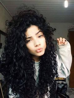 Love the curls and volume Natural Curls, Natural Hair Styles, Long Hair Styles, Curled Hairstyles, Pretty Hairstyles, Hair Inspo, Hair Inspiration, Corte Y Color, Curly Girl