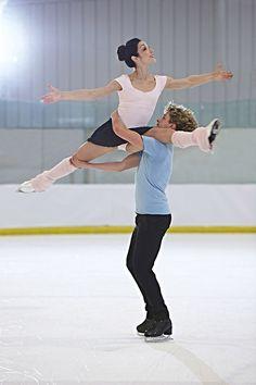 Meryl Davis and Charlie White Pairs Figure Skating, Figure Ice Skates, Figure Skating Dresses, Ice Skating Pictures, Ashley Wagner, Meryl Davis, Skate Wear, Ice Dance, Ice Princess