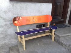 old snowboards make a great bench, I'm totally going to build one of these