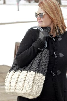 Crochet Bag Bewitching Braids Bag Free Crochet Pattern - Free crochet pattern for a beautifully textured yet simple bag! Works up quickly in bulky yarn and with a simple one-row repeat for mindless crocheting! Col Crochet, Crochet Shell Stitch, Bead Crochet, Crochet Crafts, Crochet Stitches, Crochet Patterns, Knitting Patterns, Knitting Projects, Crochet Bag Free Pattern