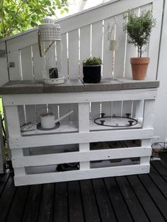 Deck Bar – Outdoor Diy Pallet Furniture Ideas – diy pallet creations - New ideas Pallet Garden Furniture, Outdoor Garden Furniture, Diy Furniture, Garden Pallet, Pallet Table Outdoor, Shed Furniture Ideas, Rustic Furniture, Affordable Furniture, Antique Furniture