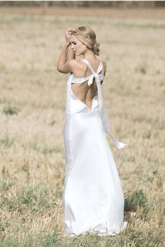 Robe de mariée simple, fluide