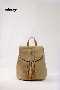 Μπεζ σακίδιο -Υπέροχο σχέδιο με ψαροκόκαλο  και διακοσμητικές φούντες – κρόσσια. Κωδ. 918.015, Τηλ. 2510 241726 Leather Backpack, Backpacks, Bags, Fashion, Handbags, Moda, Leather Backpacks, Fashion Styles, Backpack