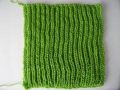 Leer de Patentsteek. Dit is een relatief simpele breisteek met een fantastisch resultaat. Geweldig voor bijvoorbeeld een sjaal. Baby Hacks, Baby Tips, Diy Clothing, Knitting Stitches, Leg Warmers, Fiber Art, Knit Crochet, Make It Yourself, Creative