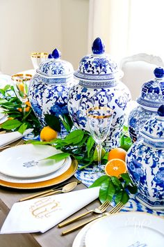 3 Sentimental Gift Ideas for Mother's Day & How to Set a Blue and White Table Just for her - using ginger jars, fresh citrus, monogrammed plates and napkins Blue And White China, Blue China, Blue Orange, Blue Gold, Yellow, Chinoiserie, Dresser La Table, Beautiful Table Settings, Ginger Jars