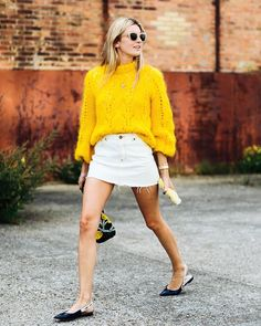 Still deciding what to wear when it's 70 degrees outside? Here are 10 stylish outfits to wear, plus our favorite warm-weather pieces to shop now. Casual Date Night Outfit, Night Outfits, Summer Outfit, Who What Wear, Fashion Week, Winter Fashion, Paris Fashion, Street Fashion, Denim Blanco