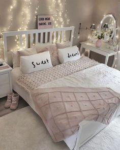 37 Beauty Teen Girl Bedroom Decor and Design Ideas - Bedroom Design - Bedroom Decor For Teen Girls, Teenage Girl Bedrooms, Teen Room Decor, Small Room Bedroom, Bedroom Themes, Trendy Bedroom, Home Decor Bedroom, Bed Room, Modern Bedroom