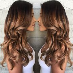 Shaded Hair Caramel: The Trend to Wear for the New Year Want a shady hair chic and fashionable? Here is what we propose to you, 10 models of shaded caramel hair too chic that you will really love. Ombré Hair Caramel, Carmel Hair, Brown Hair With Highlights, Balayage Highlights, Balayage Hair, Bayalage, Ombre Hair, Cabelo Tiger Eye, Pelo Color Caramelo