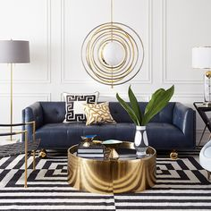 41 Why Everybody Is Wrong About Black White Gold Living Room Decor Couch And Why You Should View This 97 Glam Living Room, Living Room Modern, Interior Design Living Room, Living Room Designs, Black And Gold Living Room, Gold Living Rooms, Blue Living Room Furniture, Top Interior Designers, Small Living Rooms