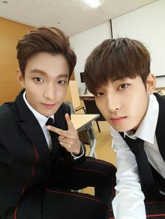 SEVENTEEN DK and Wonwoo! OMG they're literally twins lol! For a second I thought it was the same person