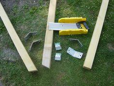 Bon, c'est bien beau le travail à l'intérieur, mais l'envie nous démanger de construire un support pour le hamac que j'ai eu à mon anniversaire ! Après avoir repérer les supports en bois sur le net, on a vu à peu près comment construire le notre. Et c'est... Fire Pit Bench, Pallet Furniture, Pallet Projects, Picnic Table, Hammock, Sweet Home, Home Decor, Blog, Gardens