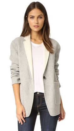 ¡Cómpralo ya!. Rag & Bone Mica Blazer - Grey/Cream. A structured Rag & Bone blazer in warm felt, styled with contrast lapels. 1 button placket. Patch front pockets. Unlined. Fabric: Wool felt. 100% wool. Dry clean. Imported, China. Measurements Length: 29.25in / 74cm, from shoulder Measurements from size 4. Available sizes: 0,6,8,10,12 , americana, americana, blazer, americanas, blezer, frock-coat, jackett, blazers, vestedecostume, americana, blazers. Americana  de mujer color beige de RAG…