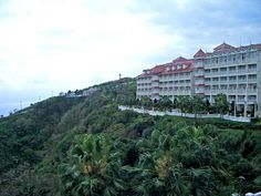 Farglory Hotel at Hualien. Close to the Ocean Park. Nope, I didn't stay there but the hotel's gorgeous :D