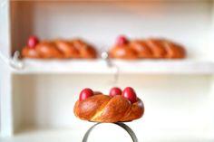 Greek traditional easter sweet bread ''tsoureki'' polymer clay ring Polymer Clay Ring, Bon App, Easter Traditions, Decoden, Miniature Food, Sweet Bread, Charms, Strawberry, Greek