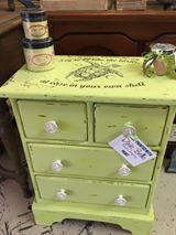 The Hop To It Co used Limeade and Collard Greens on this cute table,