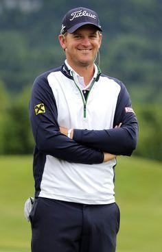 """Bernd Wiesberger: Ein Golfer macht sich einen Namen - """"Börnd Cheeseburger"""" riefen ihn im Vorjahr Medienvertreter bei den US Open, heuer in Doha tauften ihn die Veranstalter kurzerhand in """"Bernd Weisberger"""" um. Doch Bernd Wiesberger, wie er wirklich heißt, macht sich in der Golf-Welt schön langsam einen Namen. Mehr dazu hier: http://www.nachrichten.at/nachrichten/meinung/menschen/Bernd-Wiesberger-Ein-Golfer-macht-sich-einen-Namen;art111731,1642546 (Bild: gepa)"""