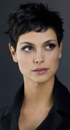 Morena Baccarin, love her hair and makeup Morena Baccarin, Super Short Hair, Girl Short Hair, Curly Girl, Short Hair With Layers, Short Hair Cuts For Women, Very Short Haircuts, Pixie Haircuts, Short Pixie