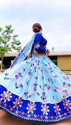 Party Wear Indian Dresses, Indian Gowns Dresses, Dress Indian Style, Pakistani Dresses, Stylish Dress Designs, Stylish Dresses, Nice Dresses, Girls Dresses, Mirror Work Lehenga