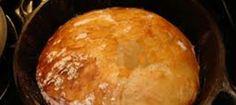 500g bruismeel 1 blikkie bier 250ml fyn biltong 300 g gerasperde Cheddarkaas 1 ui, bruingebraaide Meng die meel en bier goed. Voeg helfte van kaas, fyn biltong en gebraaide ui by en meng goe…