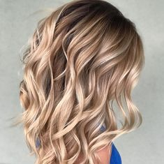 Hair Color Trends 2018 – Highlights : Butterscotch Blonde Hair Color Trends 2018 – Highlights Butterscotch Blonde Discovred by : Brooke Albers Hair Color And Cut, Cool Hair Color, Brown Blonde Hair, Blonde Fall Hair Color, Caramel Blonde Hair, Blonde Balayage, Bayalage, Brown Balayage, Blonde Ombre