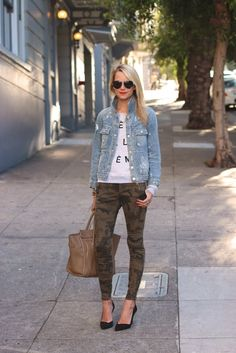 Casual and stylish: camo pants, denim jacket and graphic tee with oversized bag and pumps