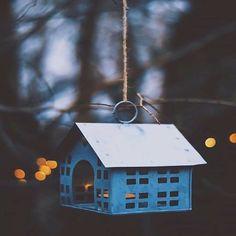 هناك قلوب تنام على أمل  وقلوب تصحوا من شدة الألم   وهناك في زحمة الحياة قصص لم تروى وليس لها من البوح نصيب .