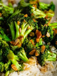 Chinese broccoli with garlic sauce recipe. This broccoli stir fry recipe is so simple to make and tastes just like takeout! Broccoli And Garlic Sauce Recipe, Garlic Roasted Broccoli, Fried Broccoli, Broccoli Stir Fry, Broccoli Recipes, Chicken Recipes, Stir Fry Recipes, Sauce Recipes, Keto Recipes