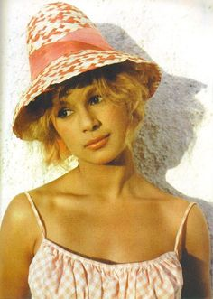 Aliki Vougiouklaki - Aliki Vougiouklaki was born in 1934 (or according to some sources), in Maroussi Attikis, Greece. She studied at the Drama School of the Greek National Theater and made her stage debut in a 1953 Athens production of Molière 60s And 70s Fashion, Bright Stars, Showgirls, Series Movies, Famous Women, Celebs, Celebrities, Old Movies, Classic Beauty