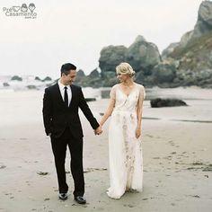 Casamento na praia // Beach wedding #precasamento #sitedecasamento #bride #groom #wedding #instawedding #engaged #love #casamento #noiva #noivo #noivos #luademel #noivado #casamentotop #vestidodenoiva #penteadodenoiva #madrinhadecasamento #pedidodecasamento #chadelingerie #chadecozinha #aneldenoivado #bridestyle #eudissesim #festadecasamento #voucasar #padrinhos #bridezilla #casamento2016 #casamento2017