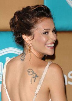 Son tatouage de rosaire avec un chapelet sur l'épaule droite est une première marque de sa dévotion. Le tatouage est pour Alyssa Milano un moyen de symboliser sa propre vie et les choses qu'elles considère comme les plus importantes. Bien qu'ils soient toujours très mode (son tatouage sur l'épaule s'accommode très bien à ses tenues vestimentaires grâce à son emplacement étudié), ses tattoos ont un réel sens pour elle.