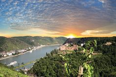 One of the best wellness trips in the Loreley valley with a sensational panoramic view of the Rhine valley nearby the largest castle ruin in the Middle Rhine.  www.beauty24.de/Wellness-Angebote-Rheinland-Pfalz-Wellness-in-St-Goar-Fotos.html