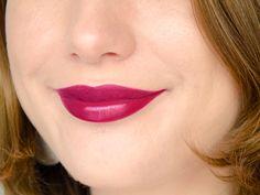 Rouge à lèvres Hydra Renew (Moisture Renew) - Rimmel London - Glam Plum Fulham (prune bordeaux)  #blog #beaute #maquillage #makeup #rouge #levres #prune #violet #bordeaux #glamplumfulham #hydrarenew #moisturerenew #rimmel #rimmellondon #swatch #swatches http://mamzelleboom.com/2014/12/04/its-raining-colour-nouvelle-gamme-rouges-levres-hydra-moisture-renew-rimmel-london-swatch-swatches/
