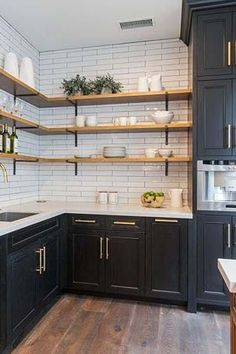 Farmhouse kitchen Renovation - Trend Alert AllStainless Is Out and Mixed Metals Are In. Home Decor Kitchen, Interior Design Kitchen, Home Kitchens, Decorating Kitchen, Country Kitchen, Diy Kitchen Ideas, Diy Kitchen Furniture, Kitchen Wrap, Galley Kitchen Design