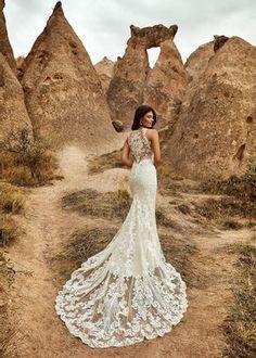 Inspira-te com esta maravilhosa seleção de decotes de costas: o glamour da coleção Eddy K. #noivas #detalhes #costas #decote #coleção2021 #inspirações #moderno #eddyk. #casamentospt Fit And Flare Wedding Dress, Fit N Flare Dress, Bridal Collection, Dress Collection, Bridal Gowns, Wedding Gowns, Designer Wedding Dresses, Glamour, Mermaid Bridal Gowns