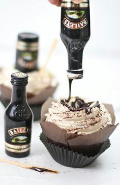 Sprinkle Bakes: Bottoms Up! Irish Cream Hot Fudge Cupcakes Yes please! Cupcake Recipes, Cupcake Cakes, Dessert Recipes, Just Desserts, Delicious Desserts, Yummy Food, Yummy Yummy, Tasty, Hot Fudge