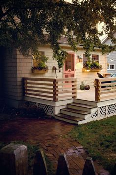 65 stunning farmhouse porch railing decor ideas Source by tiffanygaydos Front Porch Railings, Front Porch Design, Deck Railings, Porch Designs, Small Deck Designs, Front Deck, Front Porch Pergola, Wood Deck Designs, Hand Railing