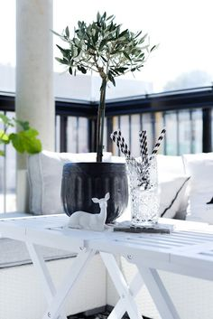 You can't go wrong with a simple black and white scheme - particularly when it's a white scheme with black accents.