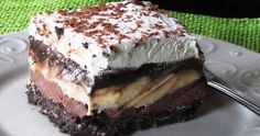 Copycat Dairy Queen Ice Cream Cake - Better than any DQ cake and its much cheaper too! The homemade fudge layer is so yummy and you can customize it with your favorite ice cream, etc. Makes a 13 X 9 pan-full of frozen goodness! Greek Sweets, Greek Desserts, Desserts Menu, Ice Cream Desserts, Frozen Desserts, Greek Recipes, Dessert Recipes, Dairy Queen, Low Calorie Cake