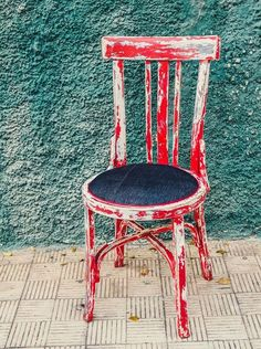 "Silla ""OHIO"" madera decapada y pintada en rojo con sillón denim #chair #denim #vintage #deco #wood #trashwood"