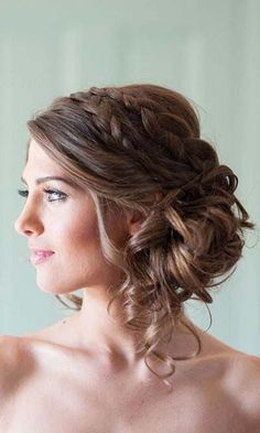 Bridal Hairstyles :: Medium Hair Length Updo