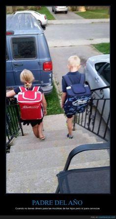 PADRE DEL AÑO - Cuando no tienes dinero para las mochilas de tus hijos pero sí para cervezas   Gracias a http://www.cuantarazon.com/   Si quieres leer la noticia completa visita: http://www.estoy-aburrido.com/padre-del-ano-cuando-no-tienes-dinero-para-las-mochilas-de-tus-hijos-pero-si-para-cervezas/