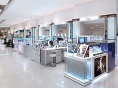 HMKM has transformed the 5000sqm Paragon Beauty Hall within Bangkok's famous Siam Paragon Mall, infusing it with a sophisticated international style and giving The Mall Group a critical edge in Bangkok's increasingly competitive market.