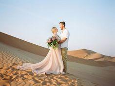 Die verlowing fotosessie van FC en Leigh-Ann was in die woestyn van Dubai gehou en ons lesers kan nou gaan kyk op Fotograaf: Leigh Ann, Dubai Desert, Engagement Photos, Destination Wedding, Couples, Wedding Dresses, Lace, Beauty, Instagram
