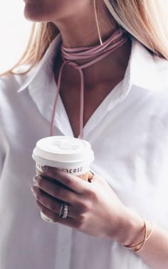 This pink wrap choker is giving us life. (Image via Pinteresting Plans)