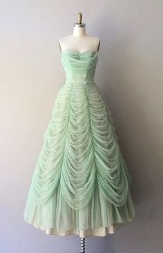 Austrian Waltz dress dress vintage by DearGolden. It looks like bell's dress but green! Robes Vintage, Vintage Dresses, Vintage Outfits, Vintage Clothing, 1950s Dresses, Pretty Outfits, Pretty Dresses, Beautiful Outfits, Long Prom Gowns